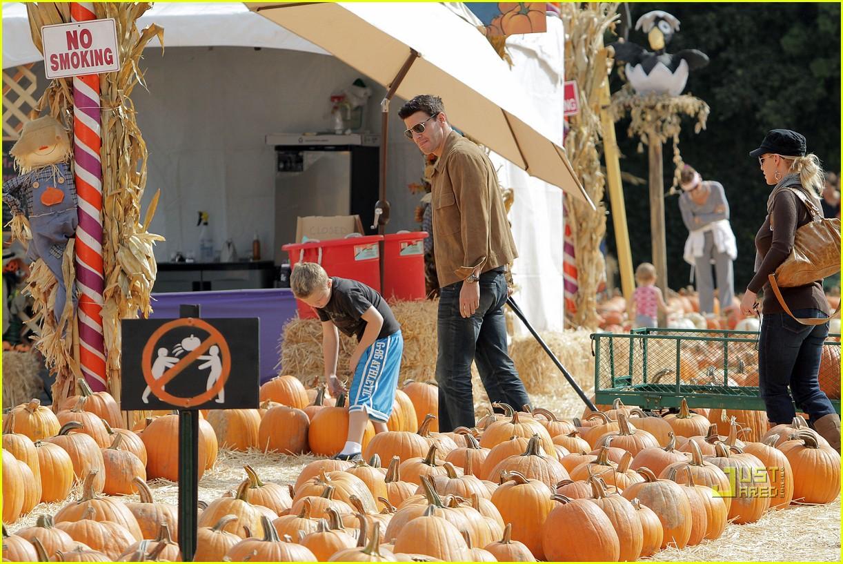david boreanaz pumpkin picking 032278221