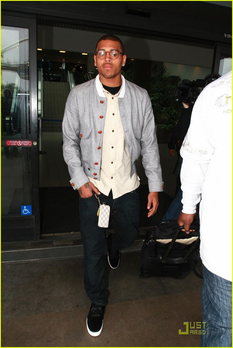 chris brown drops pants 052284322