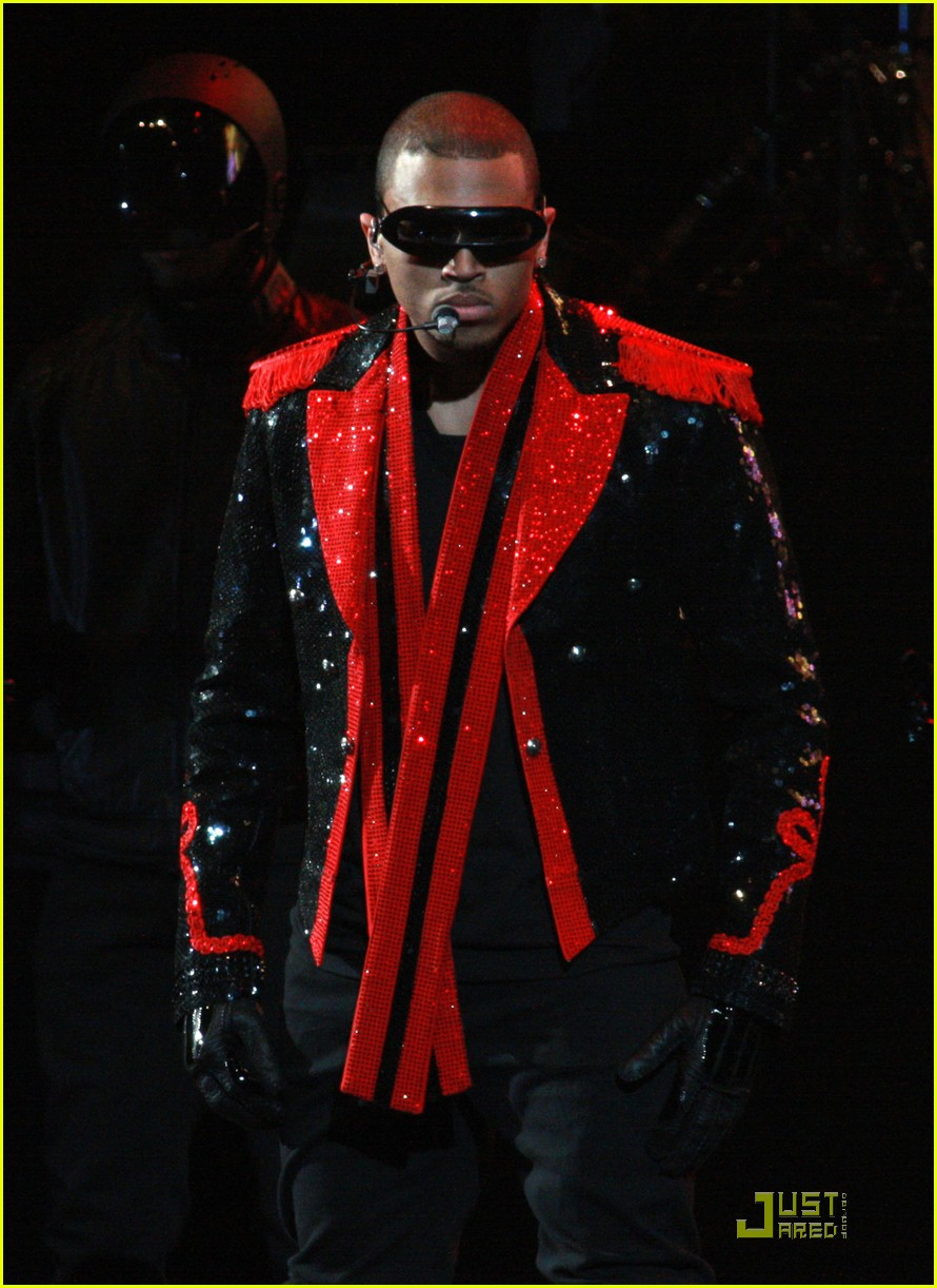 chris brown performs at powerhouse 02