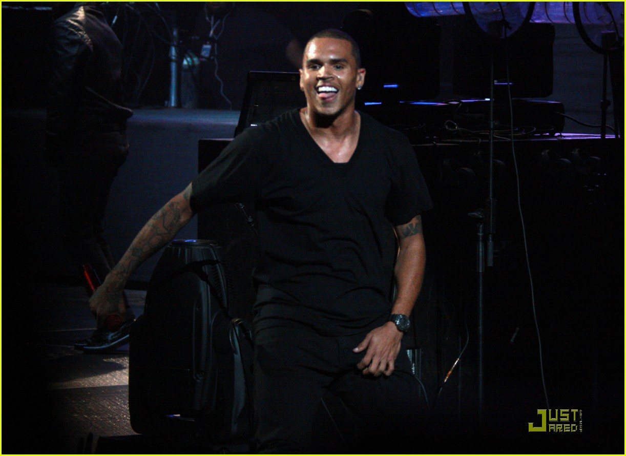 chris brown performs at powerhouse 21