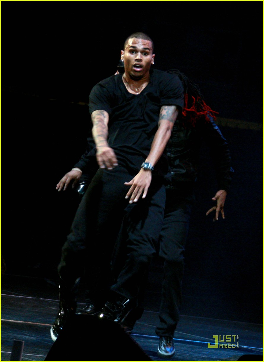 chris brown performs at powerhouse 23