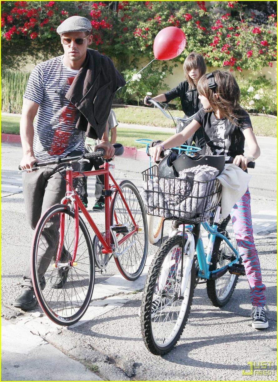 justin chambers kids bike ride 032313661