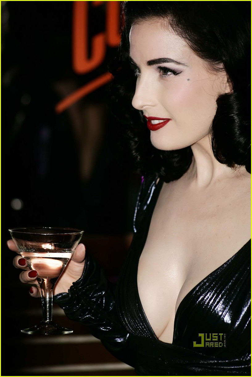Paparazzi To Dita Von Teese Sorry Photo 2321531 Dita