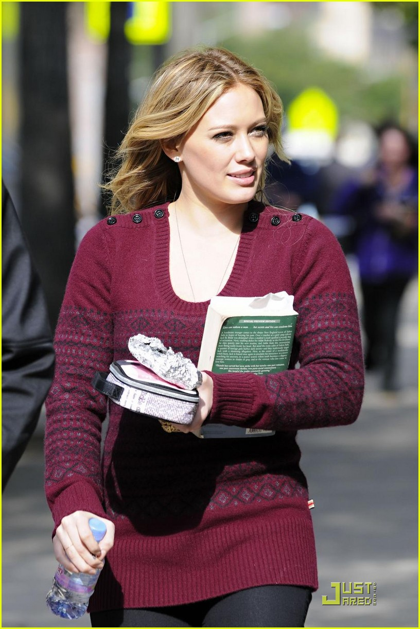 hilary duff is reading salem falls 052285901