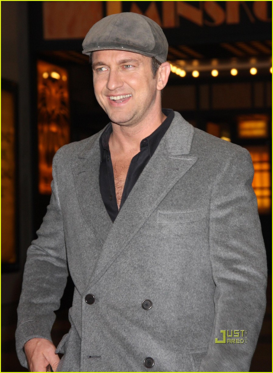 gerard butler whitney studio party 12