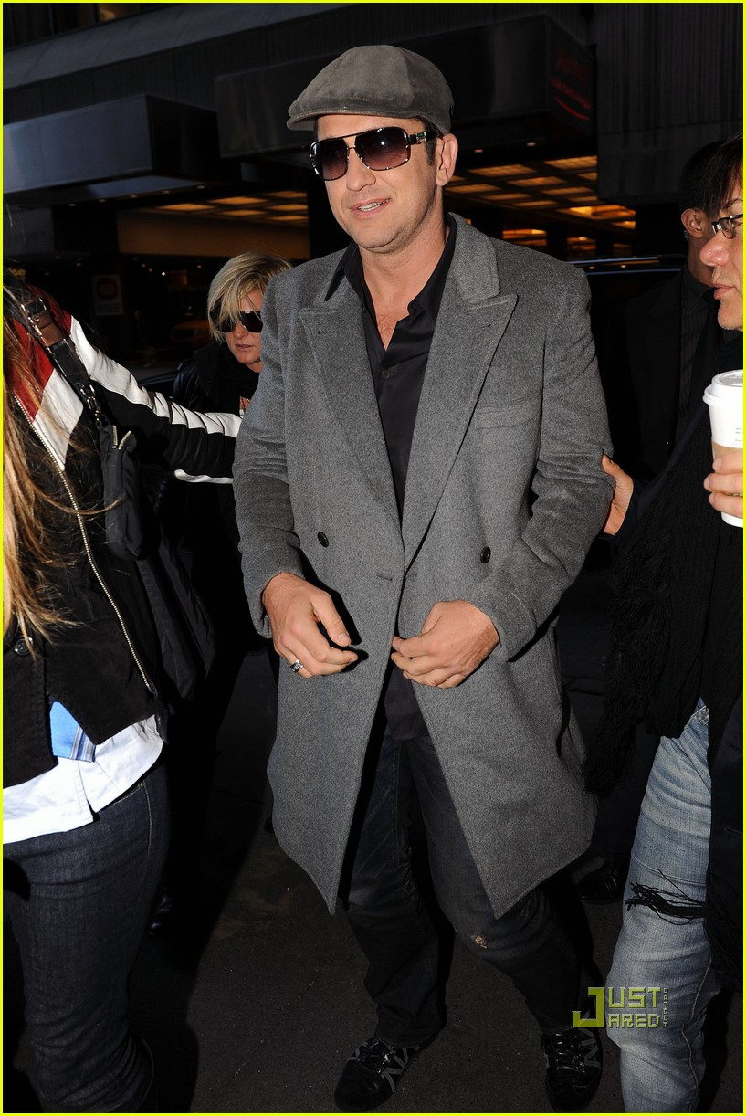 gerard butler whitney studio party 132299031