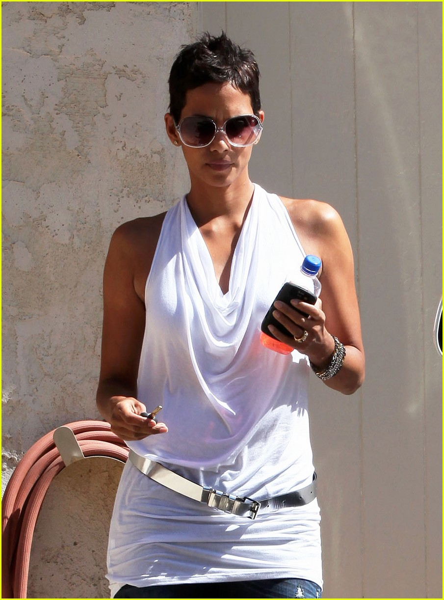 halle berry backside touched 042258662