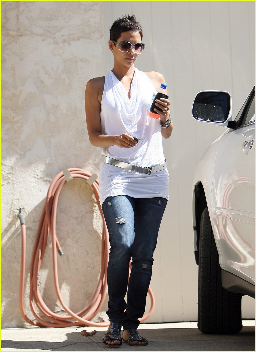halle berry backside touched 122258742