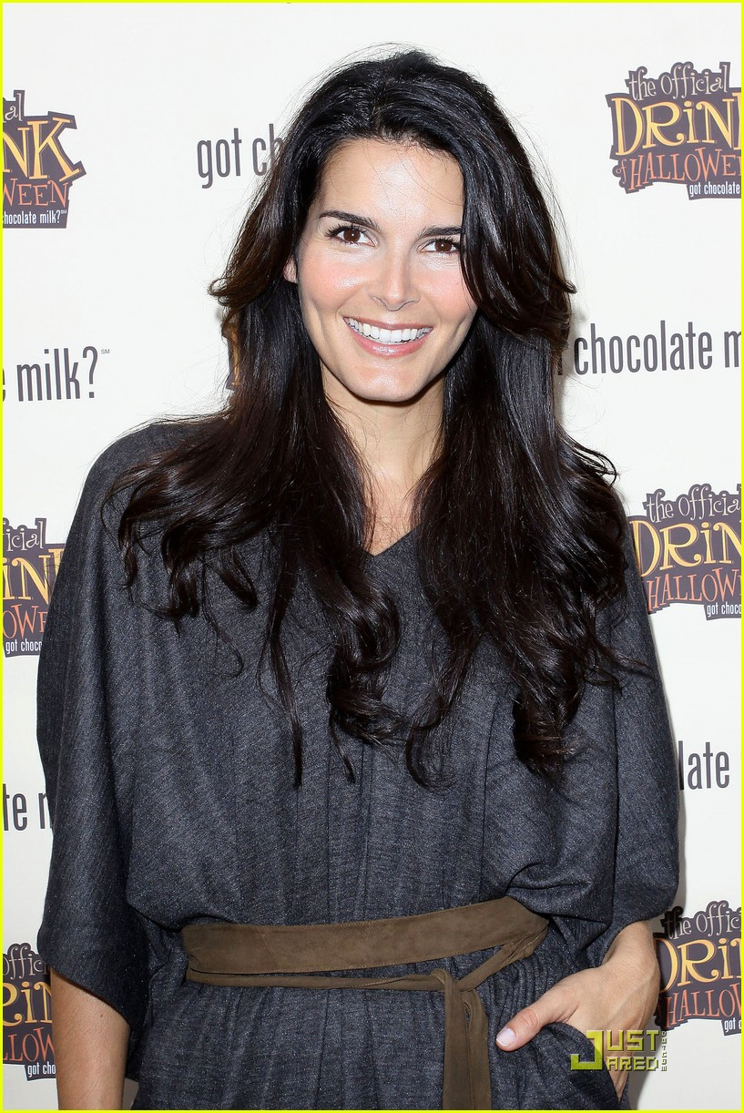 angie harmon celebrates chocolate milk 032285582