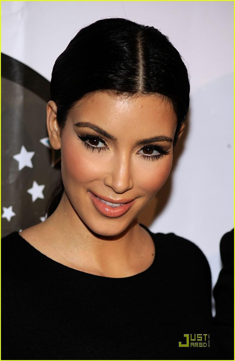 kim kardashian famous cupcakes grand opening 012273342