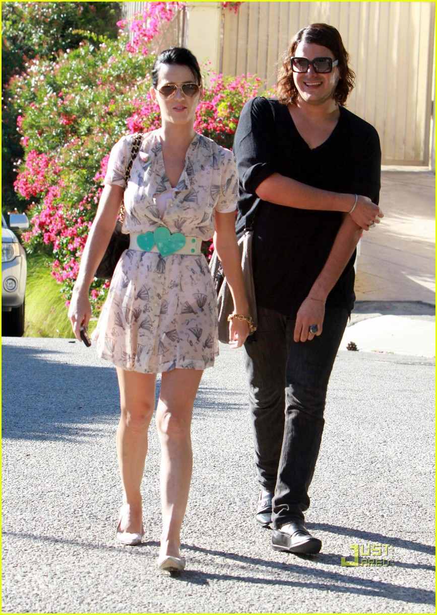 katy perry russell brand kissing 062293911