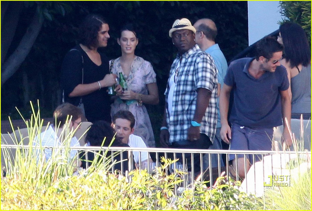 katy perry russell brand kissing 072293921