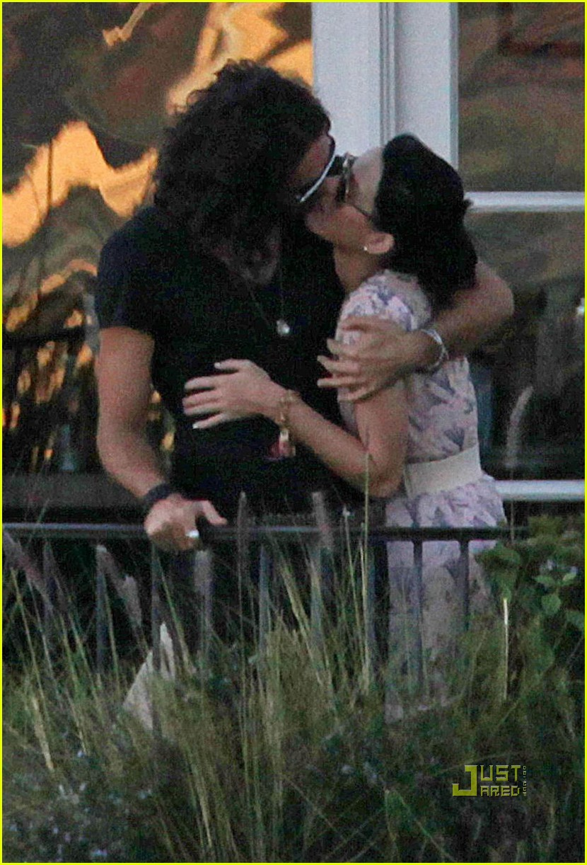 katy perry russell brand kissing 112293961