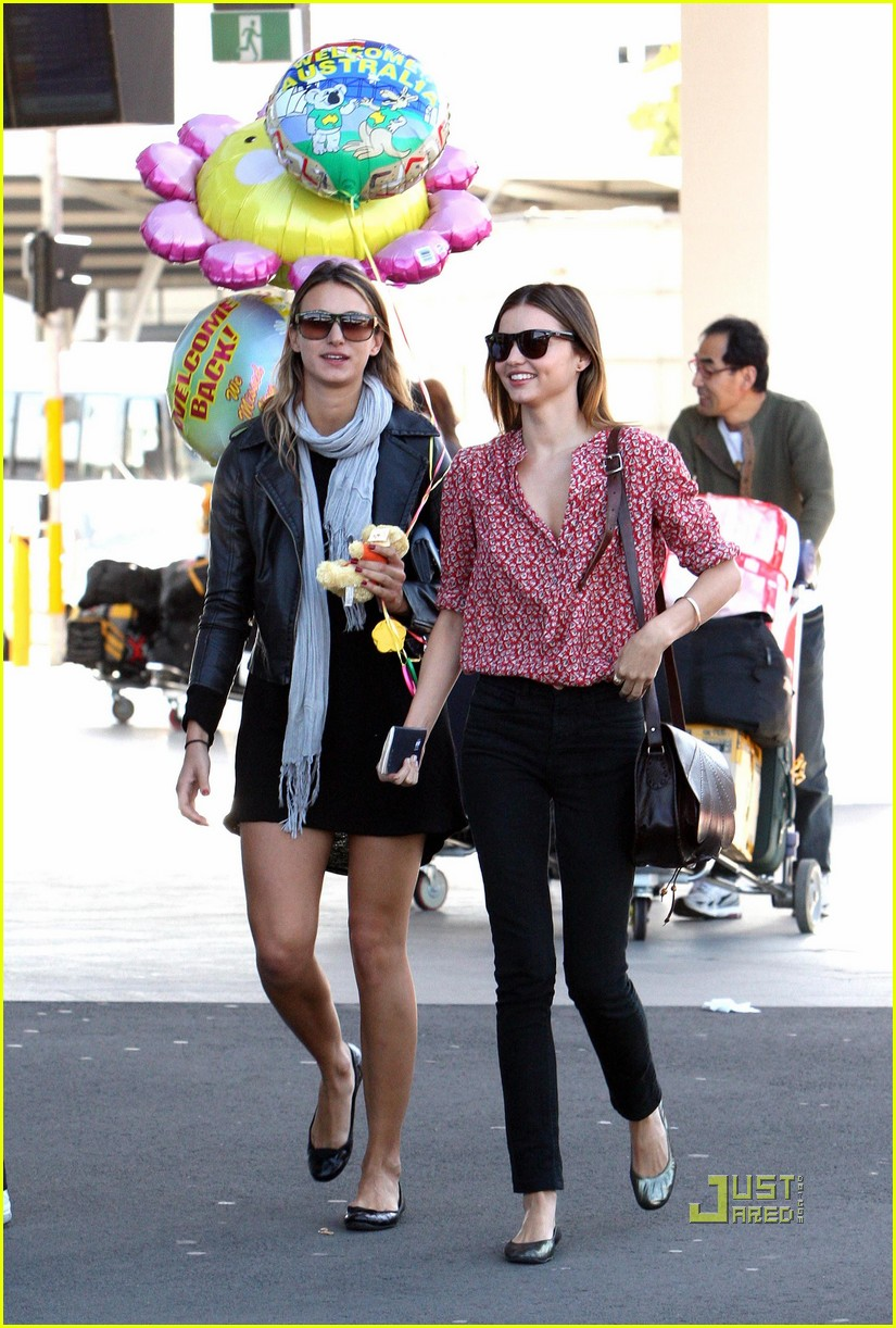 miranda kerr welcome home balloons 032284652
