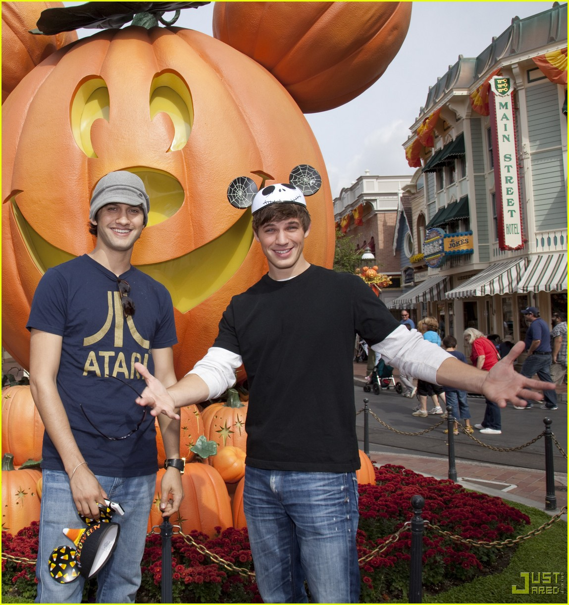 matt lanter michael steger disneyland 04