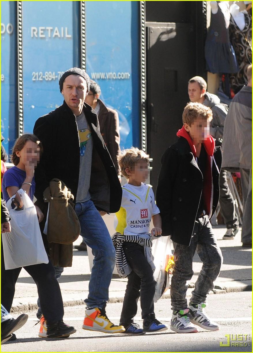 jude law kids halloween shopping 032298731