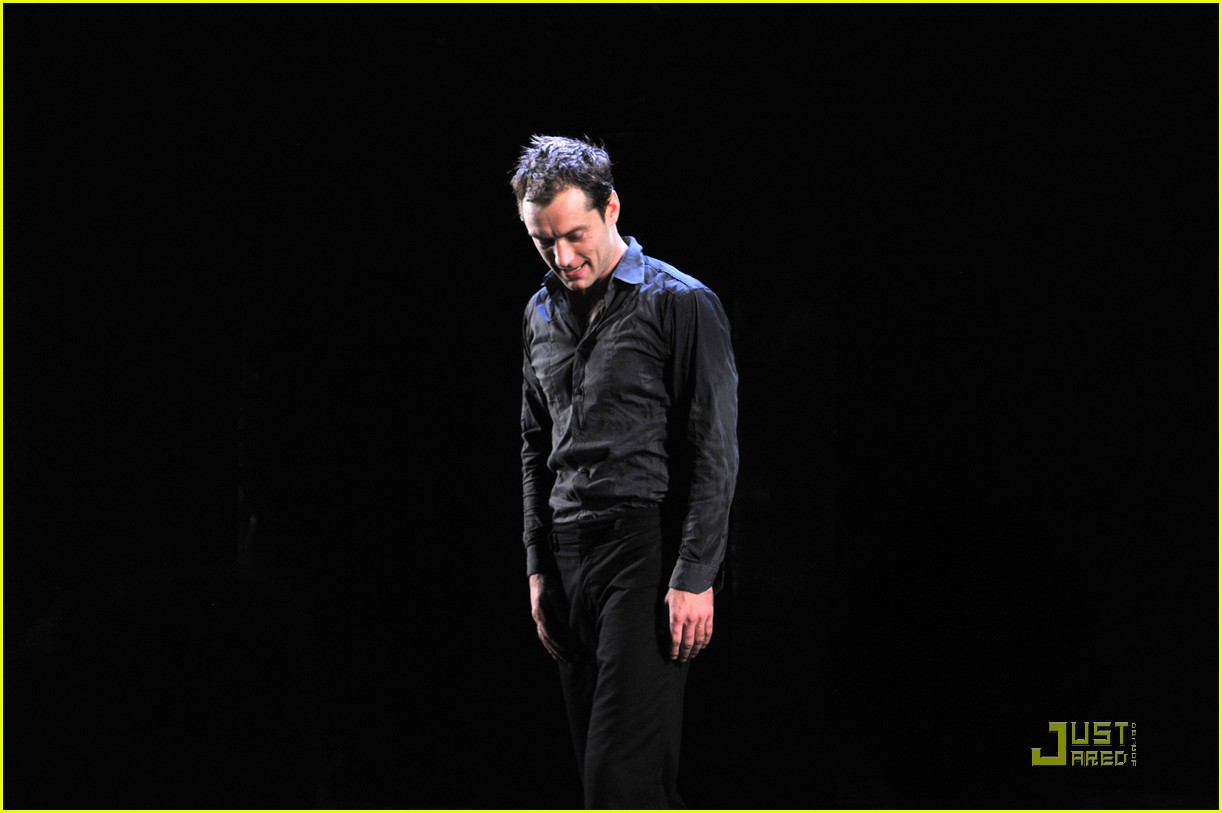 jude law opening night curtain call 032270751