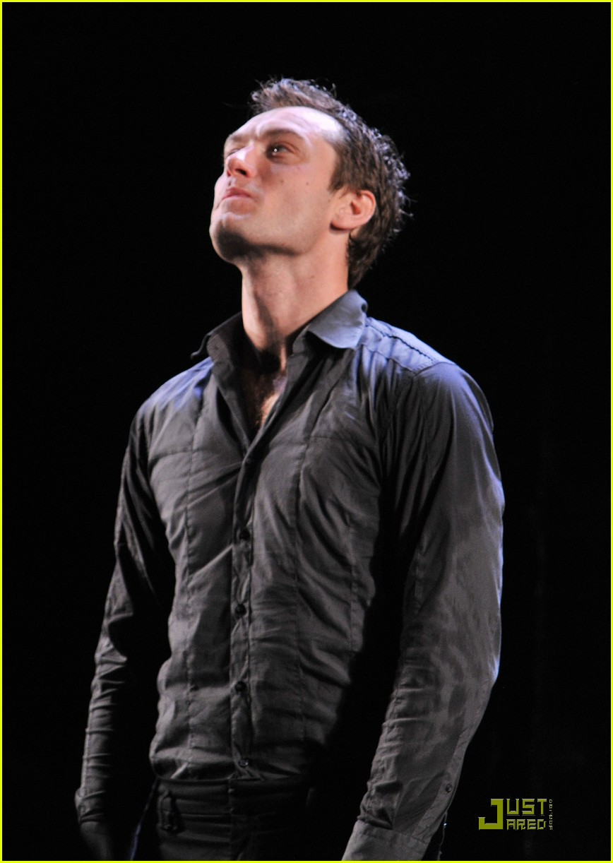 jude law opening night curtain call 072270791