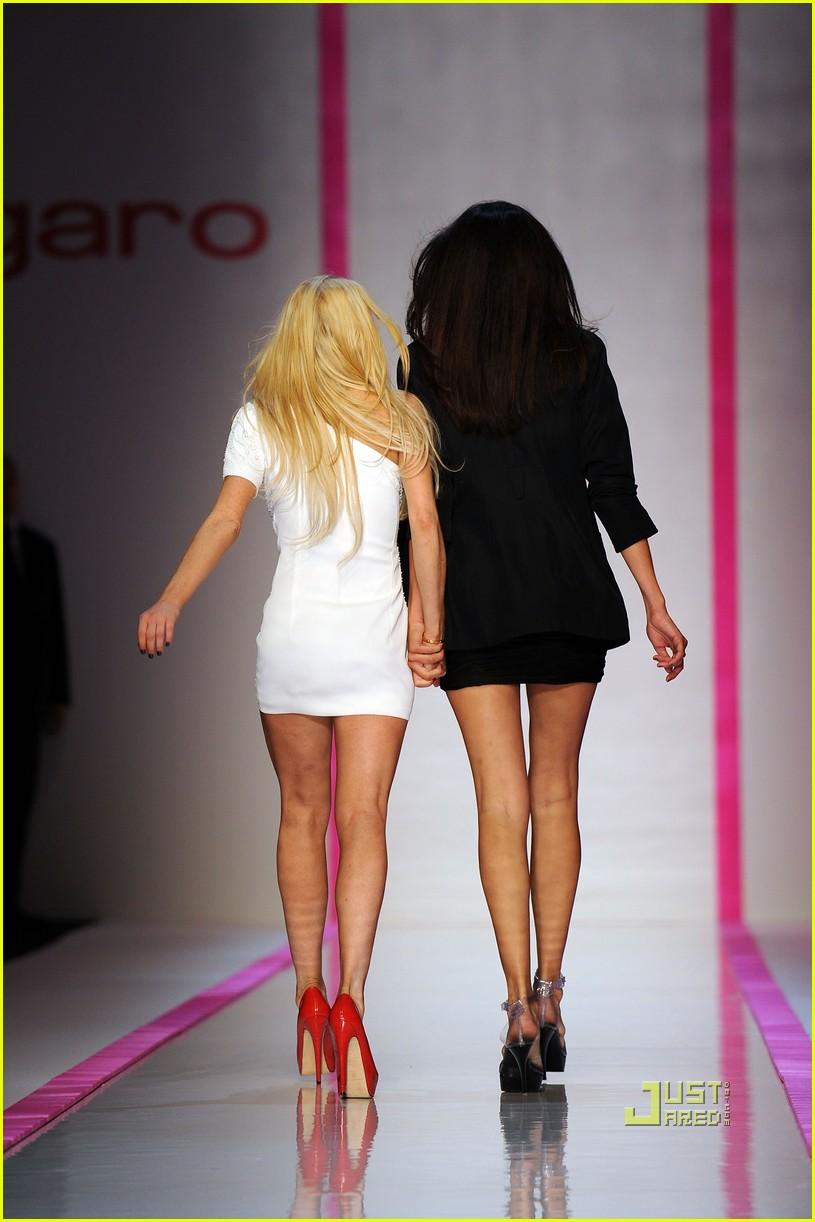 lindsay lohan ungaro fashion show 032262271