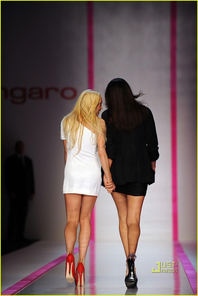 lindsay lohan ungaro fashion show 182262421