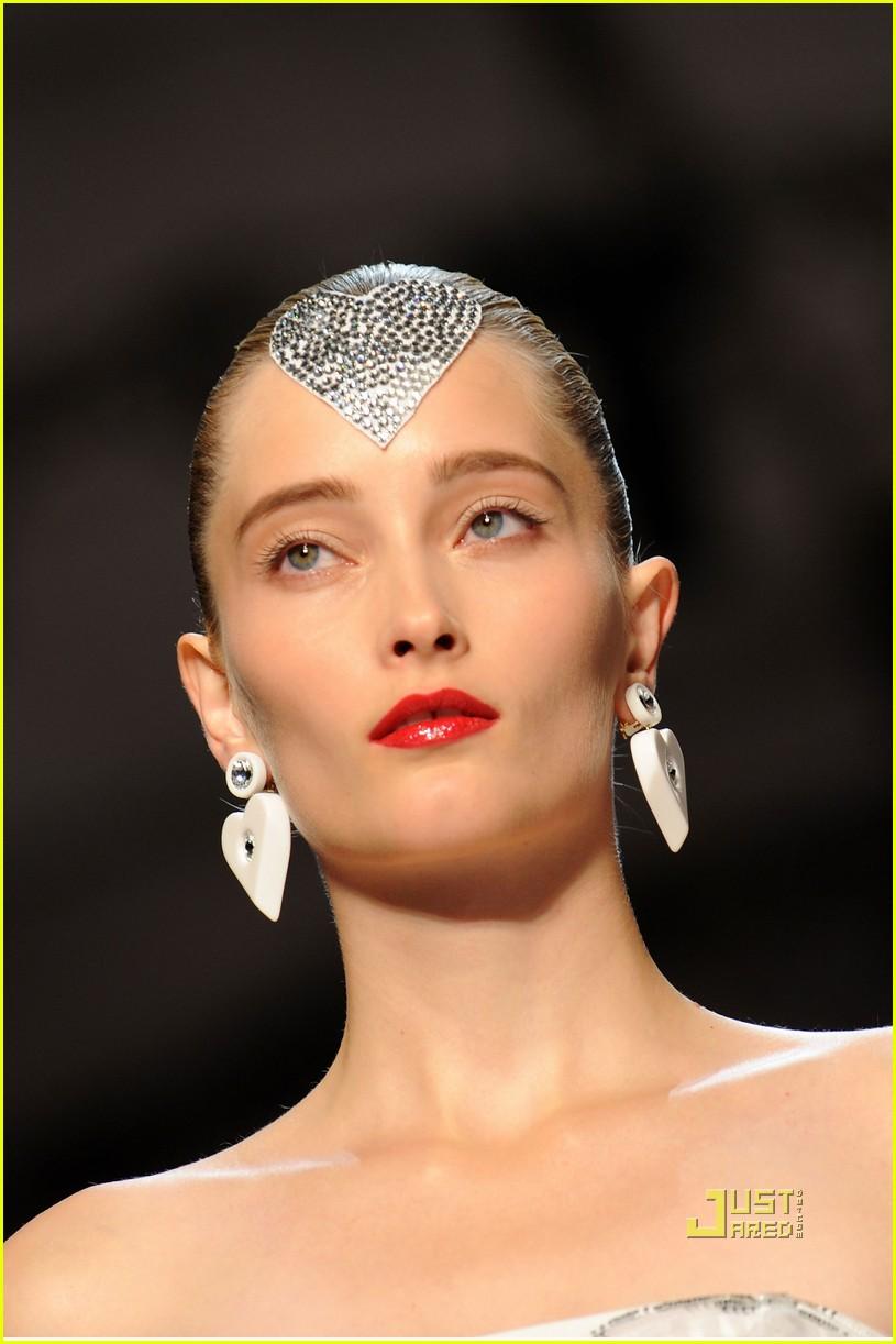 lindsay lohan ungaro fashion show 302262541