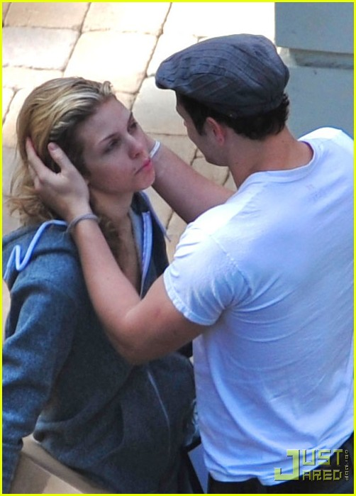 kellan lutz annalynne mccord kissing 012320321