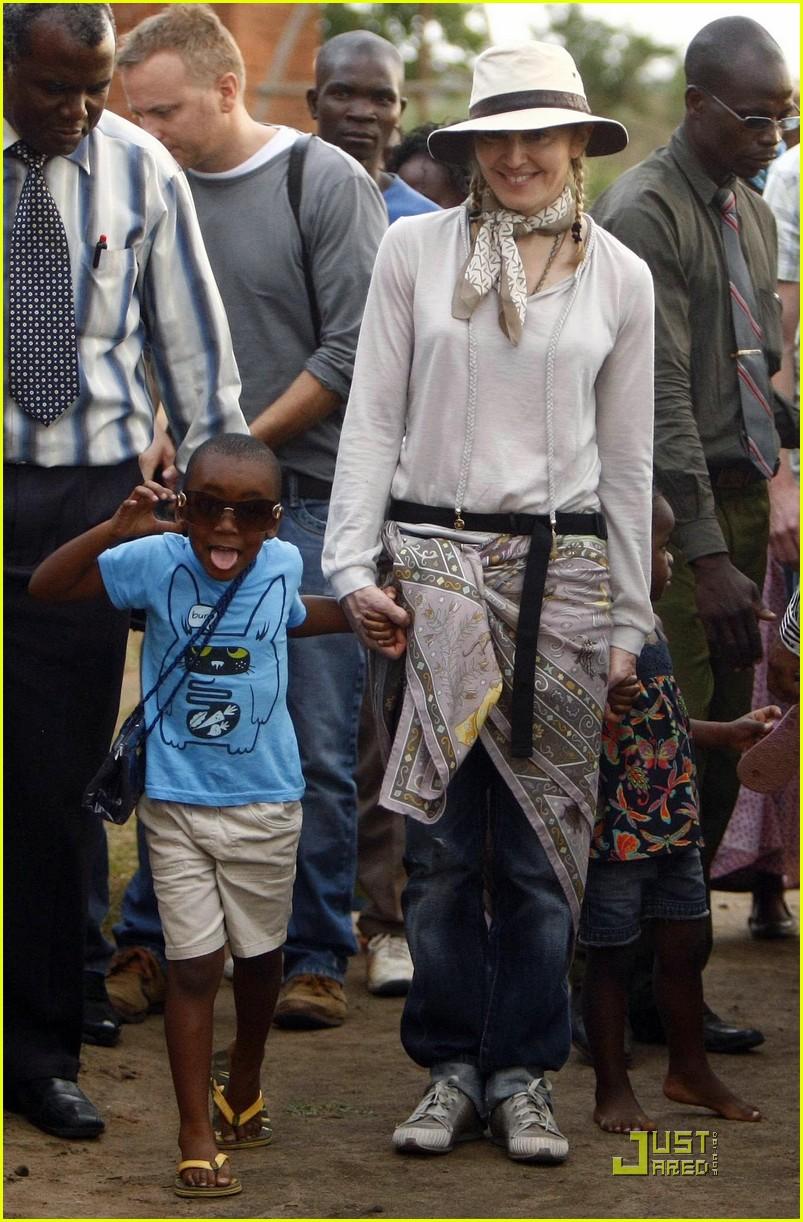 madonna is raising malawi 012322601