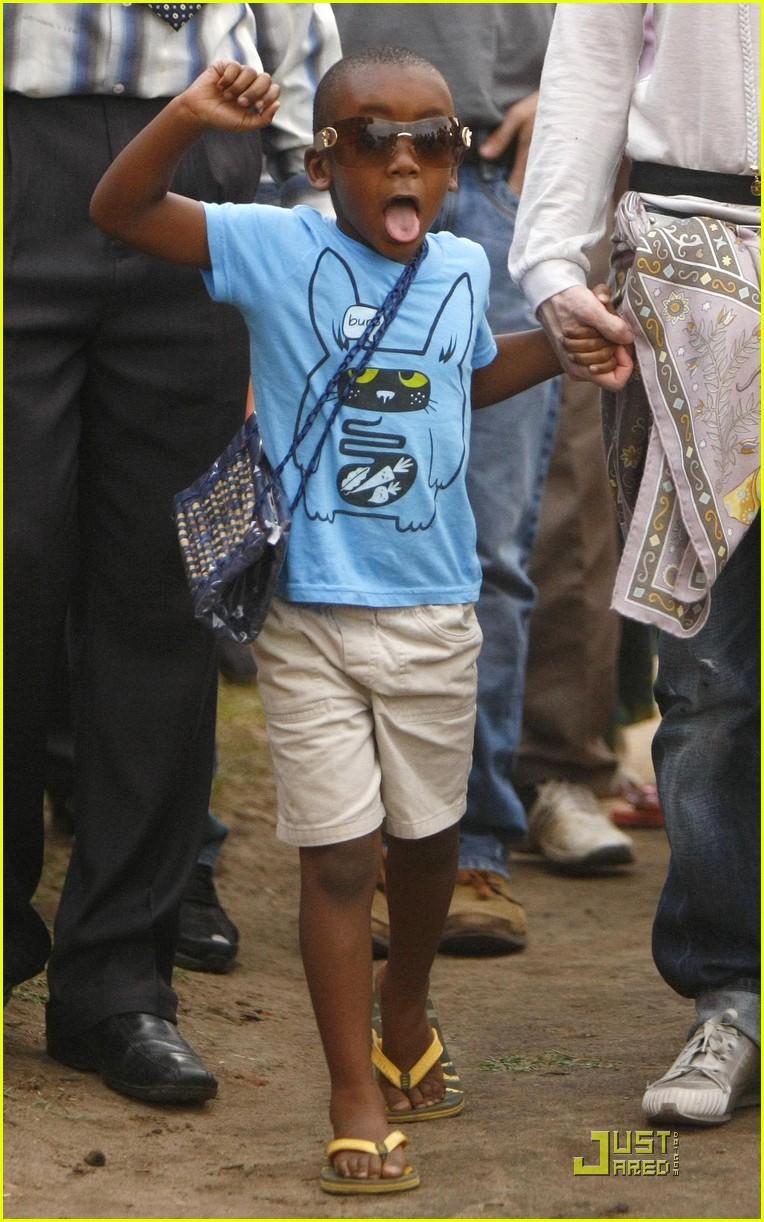madonna is raising malawi 032322621
