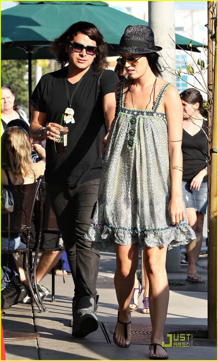 katy perry hangs with russell brands brother 022296081