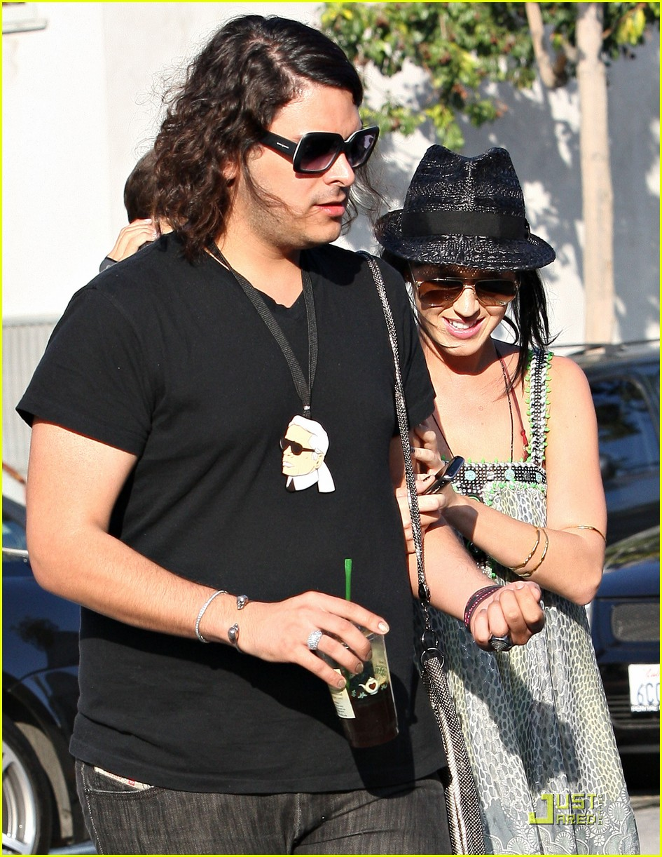 katy perry hangs with russell brands brother 03