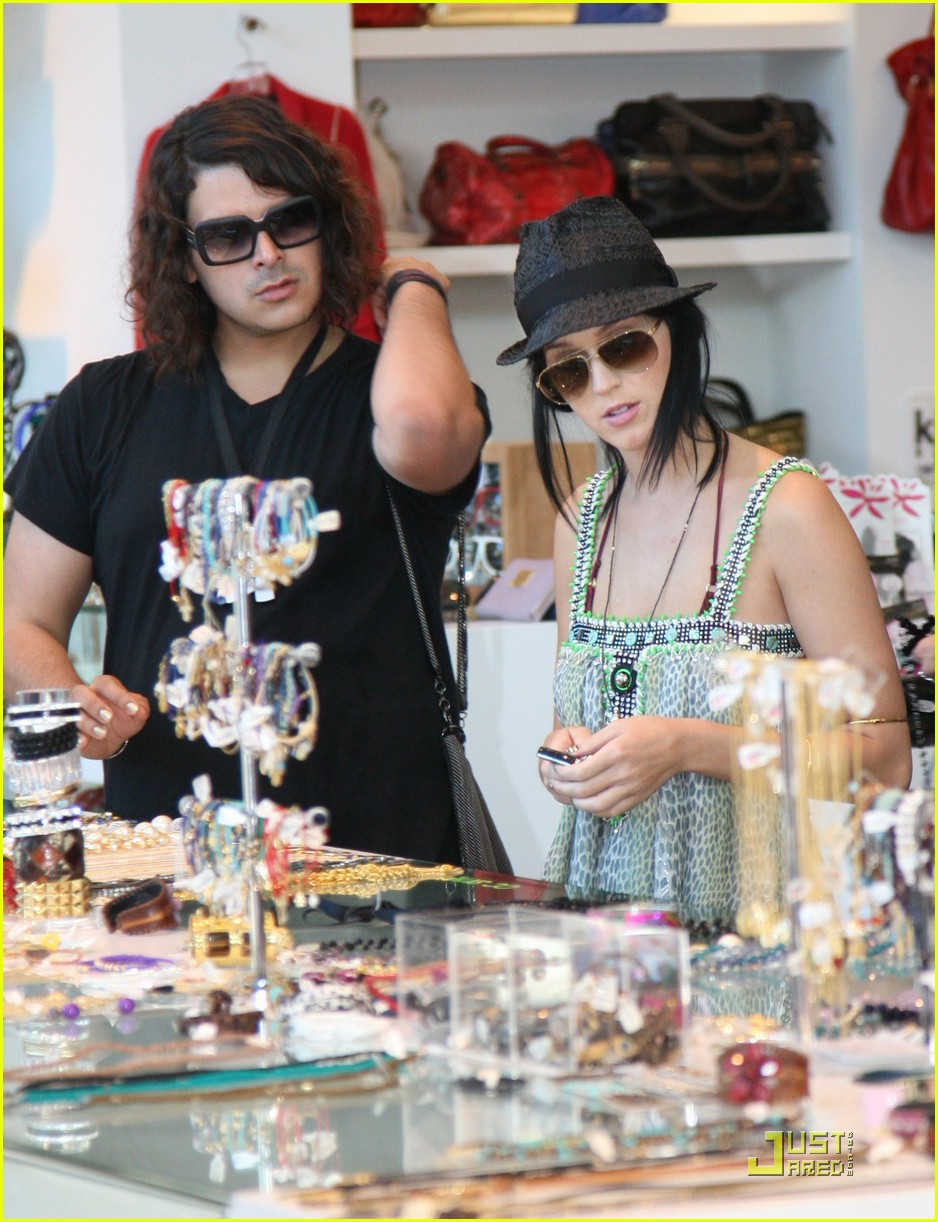 katy perry hangs with russell brands brother 142296201
