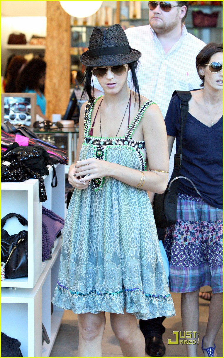 katy perry hangs with russell brands brother 232296291
