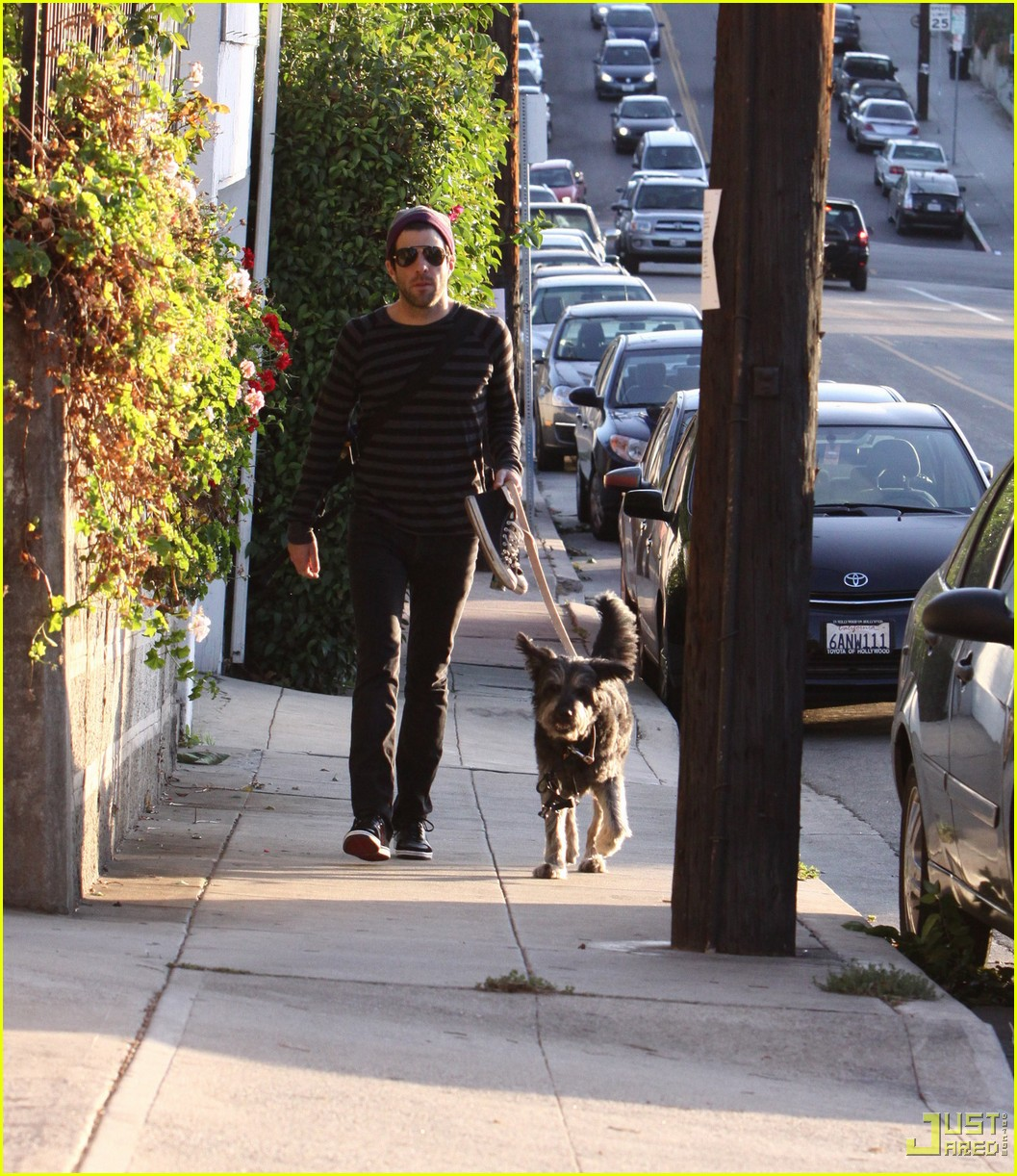 zachary quinto walking dog 012320722