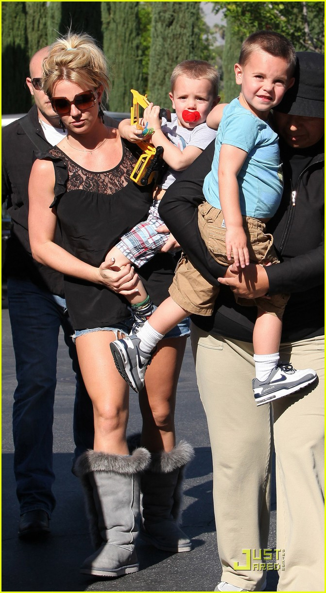 britney spears sons see a movie 062307242