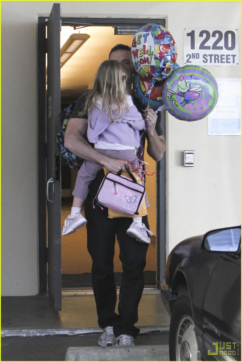 ben affleck violet balloons 042379961
