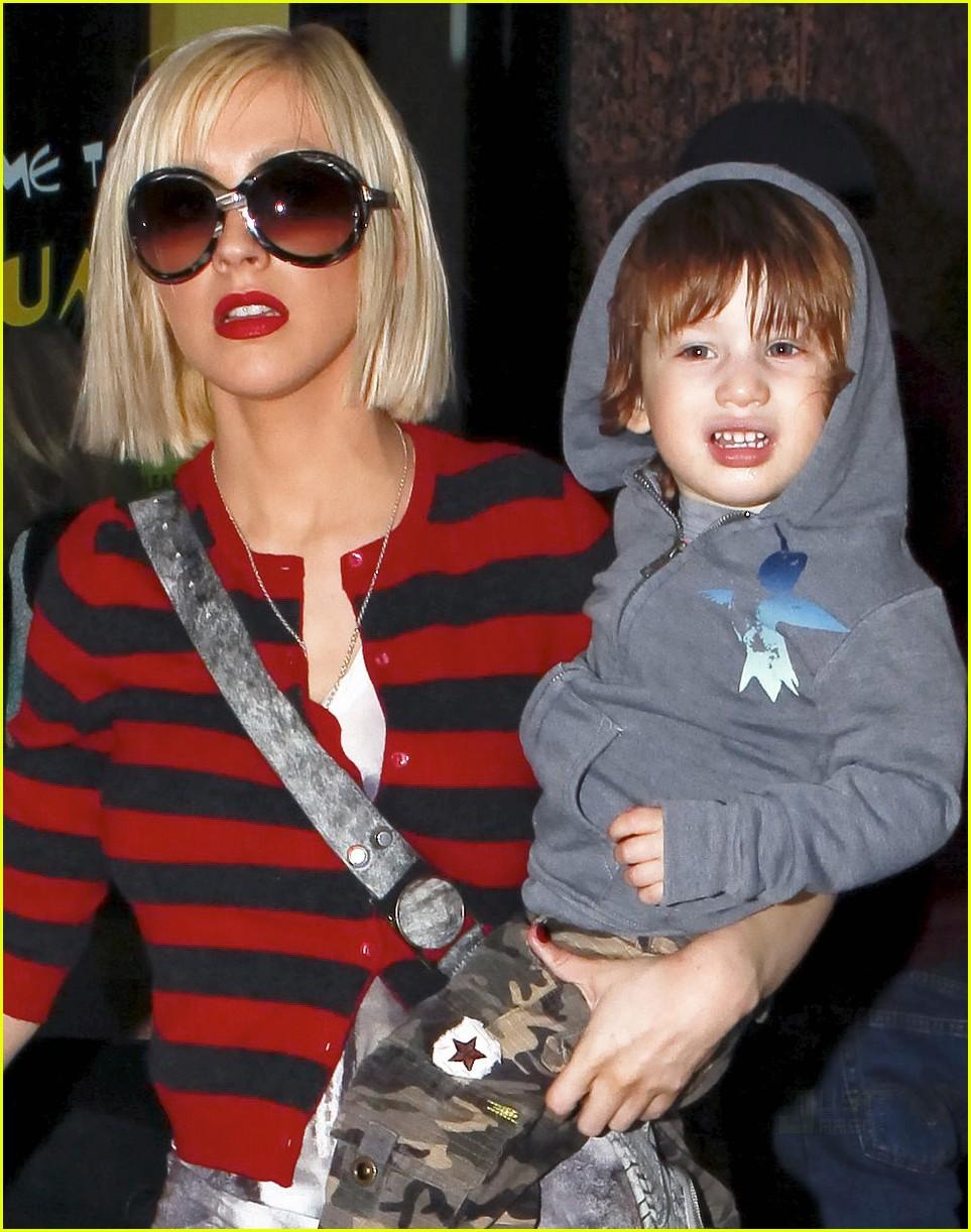 Miley Cyrus And Liam Hemsworth Pregnant Christina Aguilera &am...