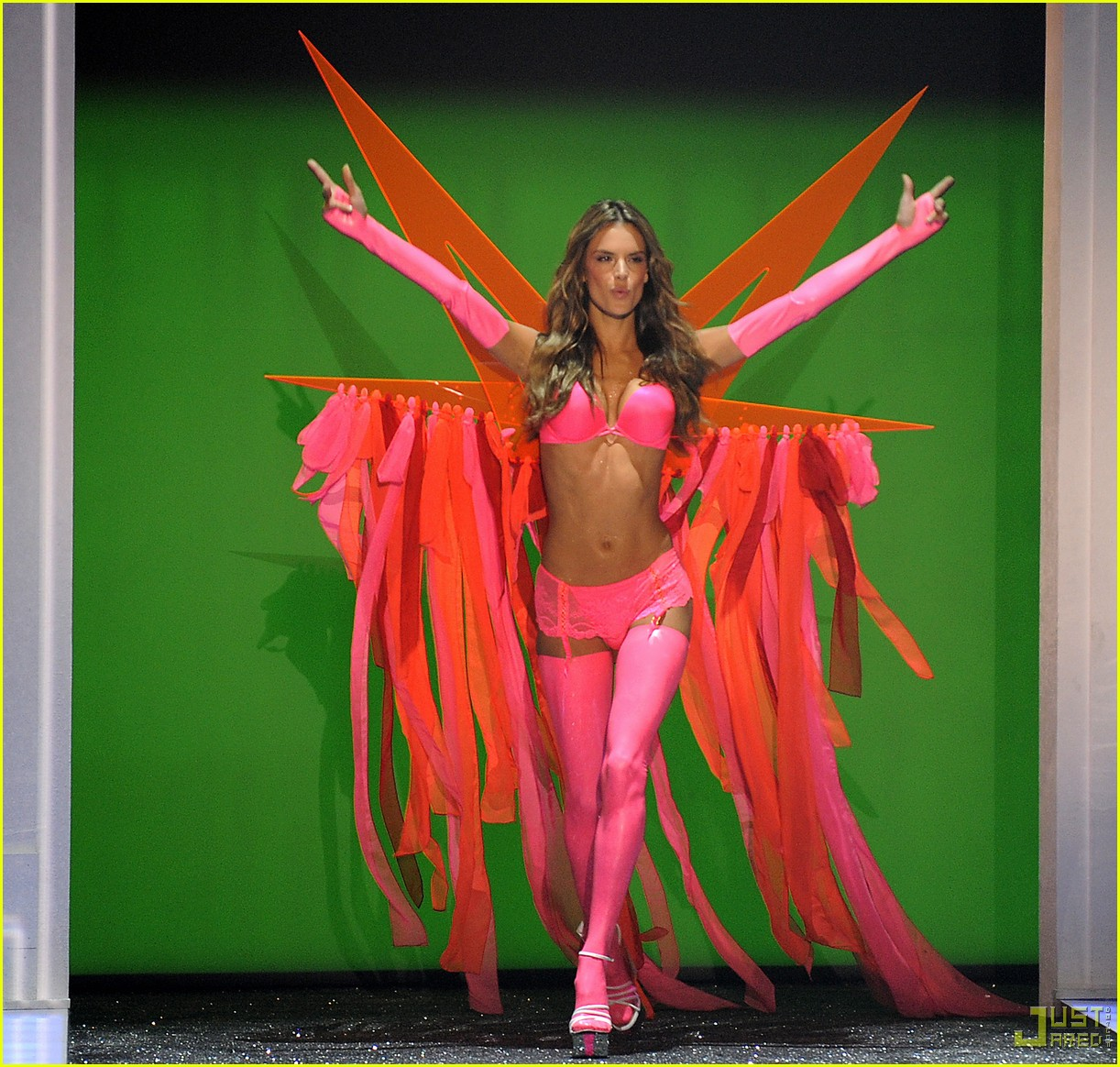 Alessandra Ambrosio & Selita Ebanks -- Victoria's Secret ...