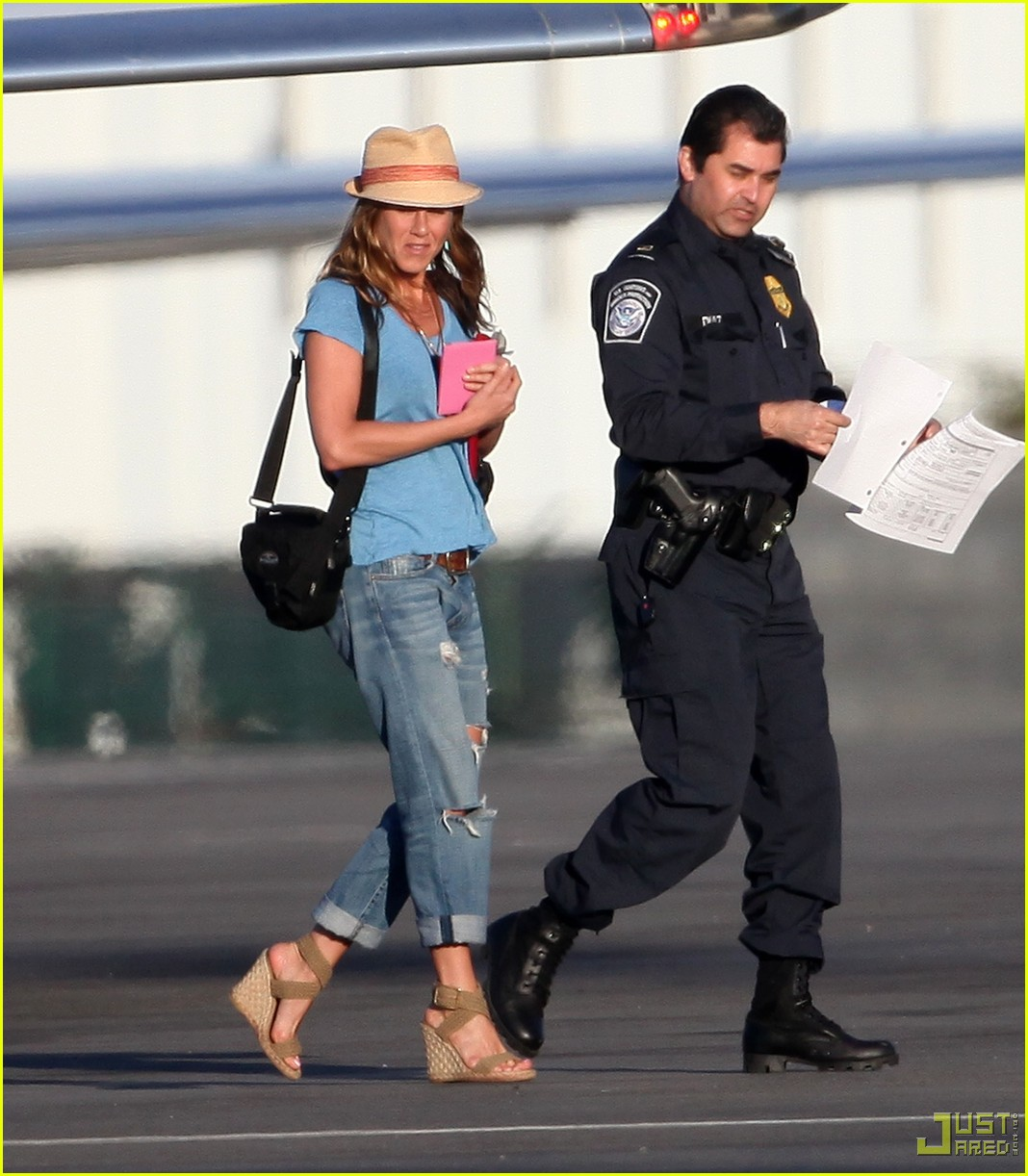 jennifer aniston home from cabo 032366731