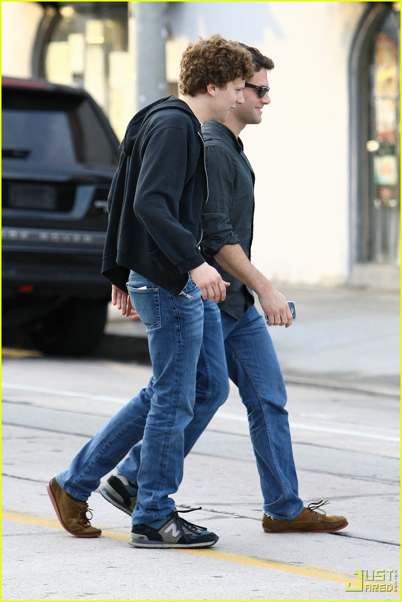 jesse eisenberg justin bartha lunch 092339122