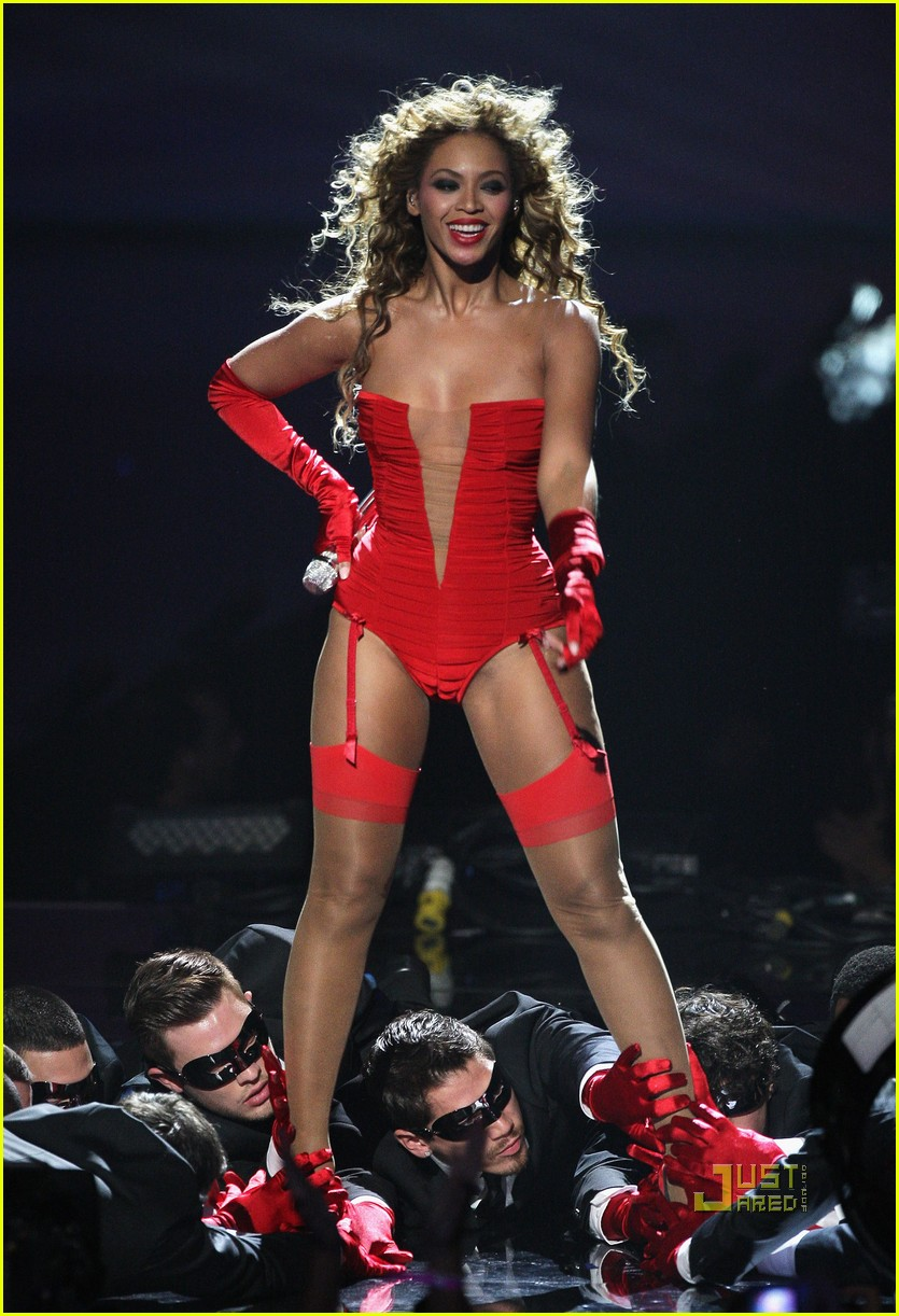 Beyonce Brings Her Sweet Dreams to the EMAs: Photo 2336562 ...