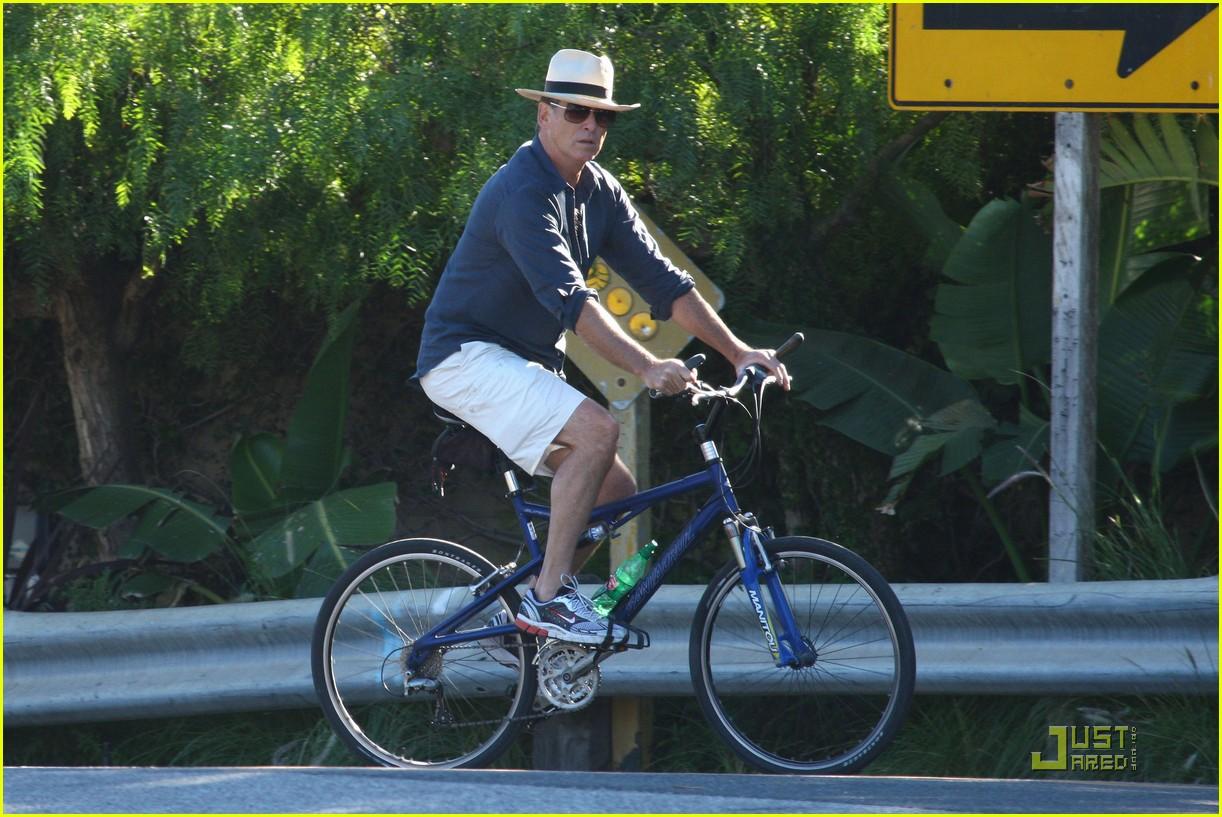 pierce brosnan beach bicycling 032386882