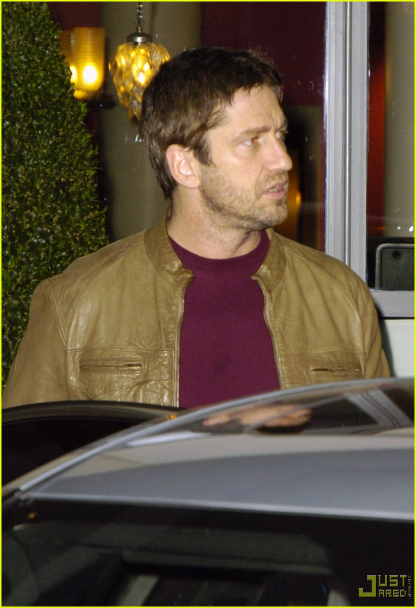 gerard butler leaving london hotel 012353962