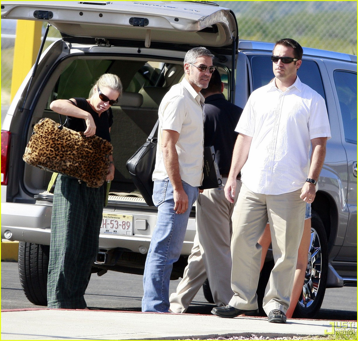 george clooney leaving los cabos 02