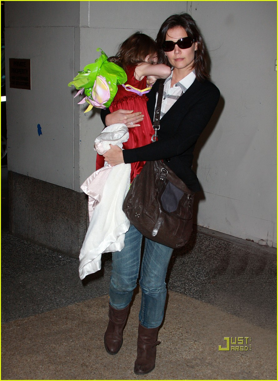 katie holmes suri cruise lion king broadway 052374091