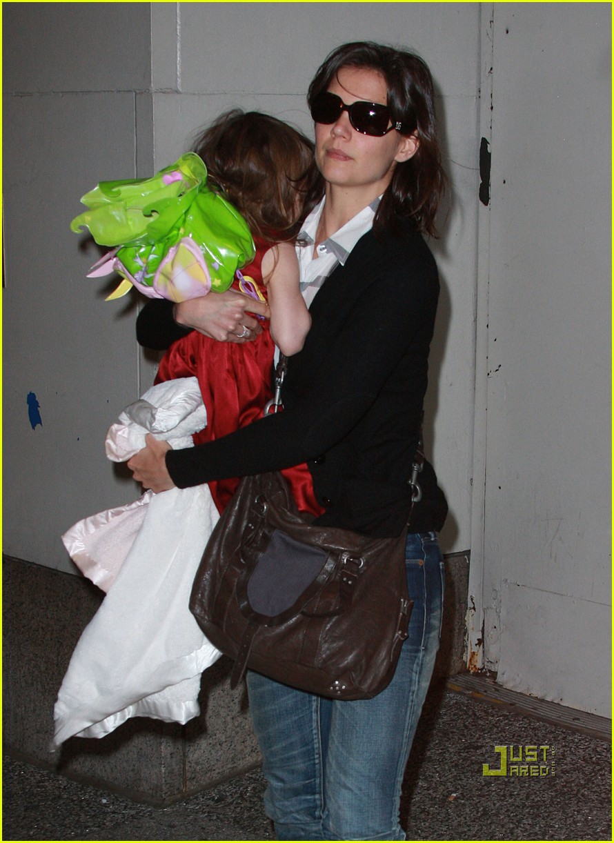katie holmes suri cruise lion king broadway 082374121