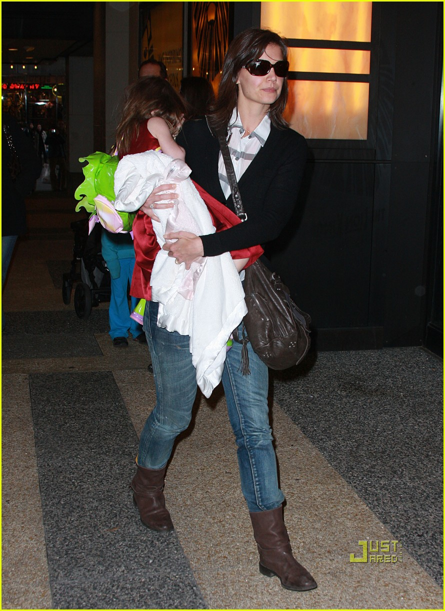 katie holmes suri cruise lion king broadway 152374191