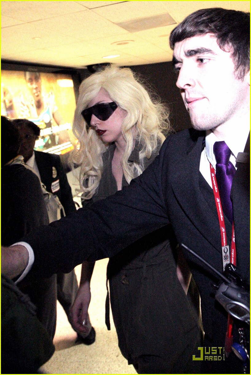 lady gaga lands at lax 072349512