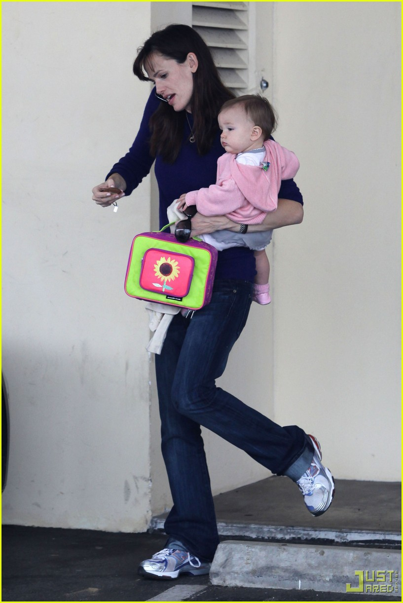 jennifer garner multitasking mom 14