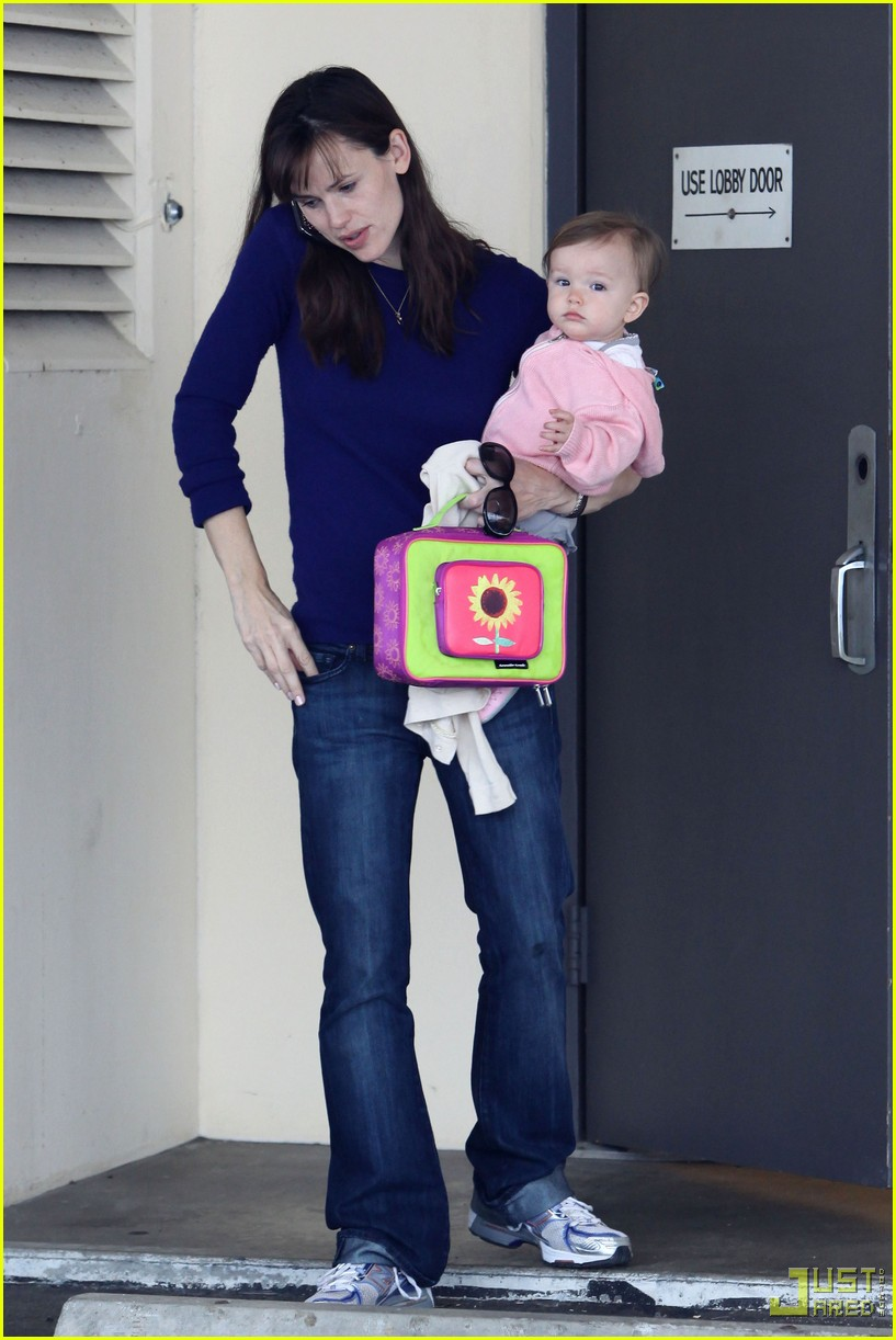 jennifer garner multitasking mom 172353942