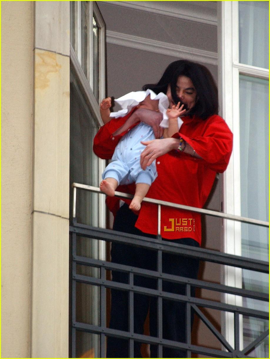 Gerard Butler Hangs Baby Outside Window 192 La Michael